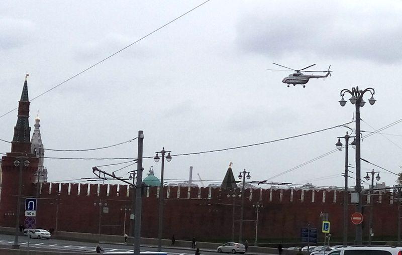Вертолёты над Кремлём
