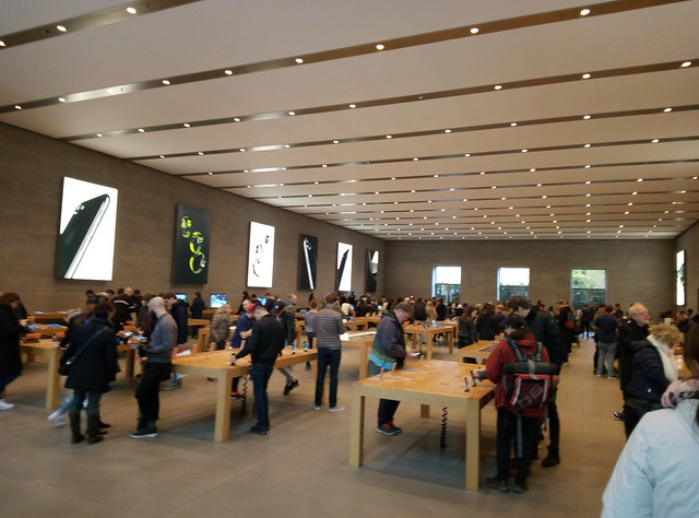 Apple store в Берлине