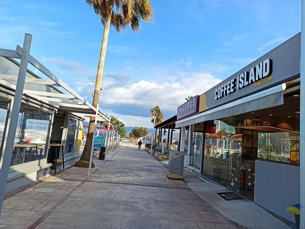 Латхи Полис кофе на берегу