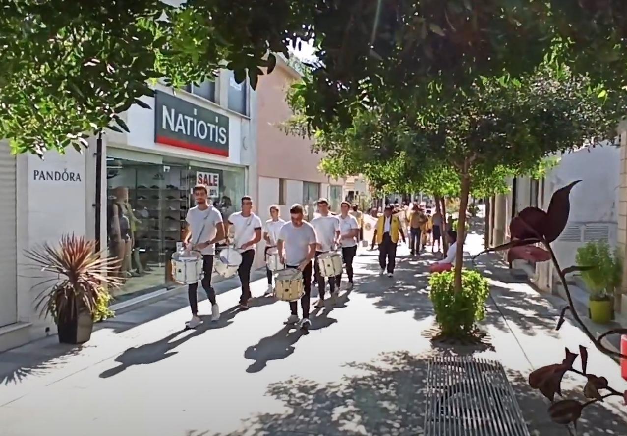 Барабанное шествие Lions Club в Верхнем Городе Пафоса, Кипр