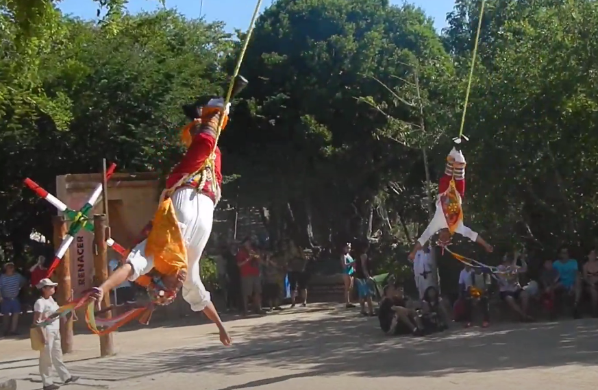 Мексиканские танцы в воздухе вниз головой