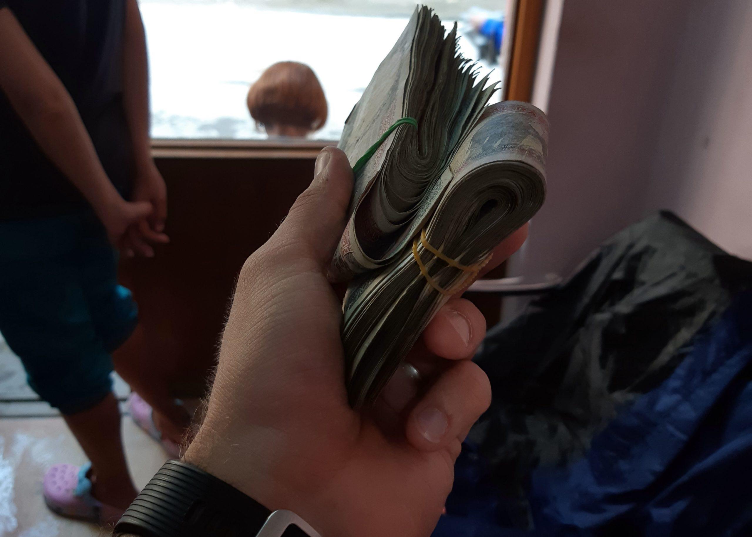 Задача на логику - приносят ли деньги счастье